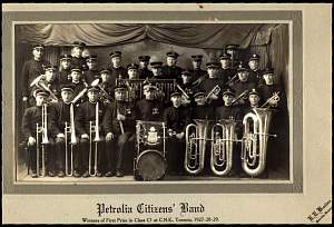vpetroliaband1927.jpg